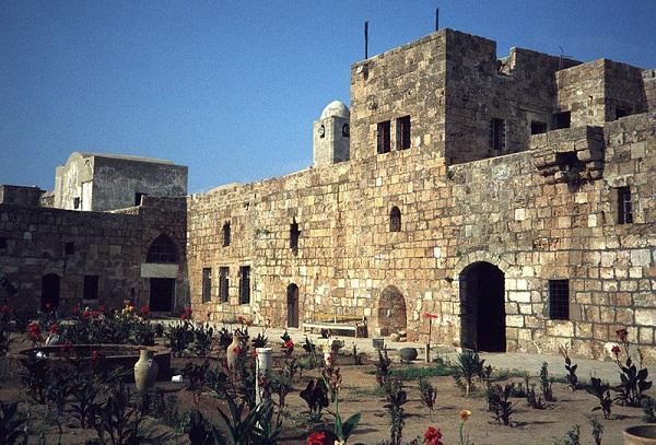 2. Руины крепости тамплиеров на острое Руад.jpg